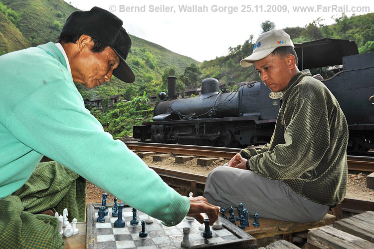 Chess players in Wallah Gorge