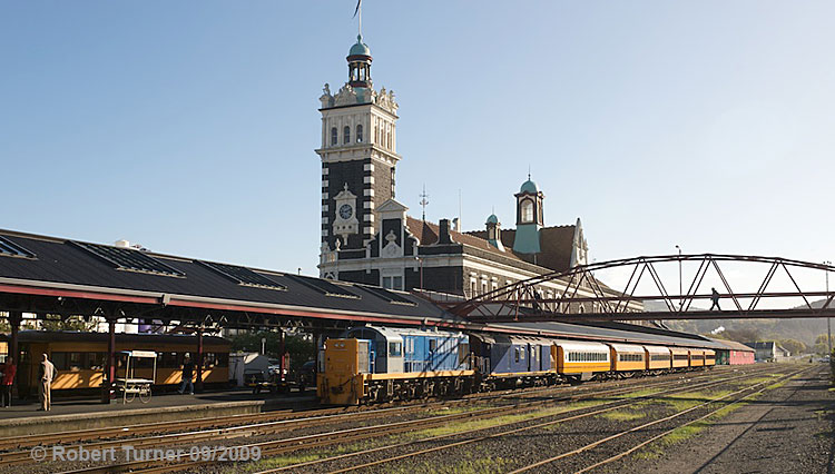 Dunedin railway station, photo: Robert Turner